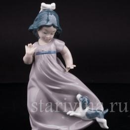 Фарфоровая статуэтка Девочка со щенком, NAO, Испания, вт. пол. 20 в.